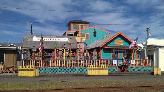 Rockaway Beach, OR: Local merechant makes birdcages.