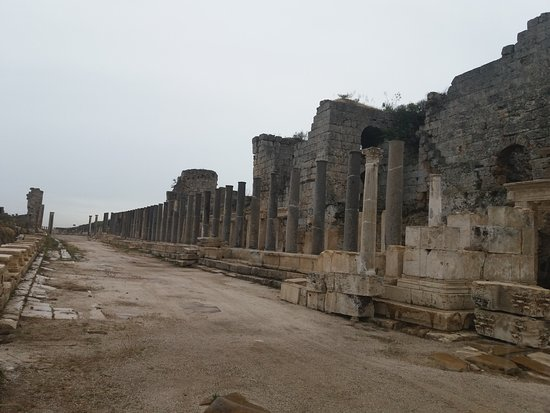Perge Ancient City : One of the avenues of columns