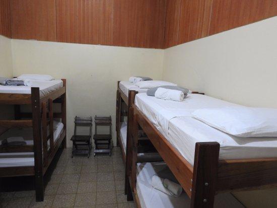Rio Celeste Backpackers : Shared Room