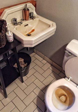 Galiano Island, Canada: Pligrimme Restaurant's Washroom