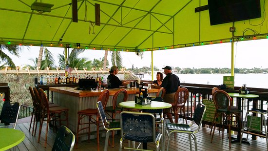 Lantana, FL: Upstairs bar area