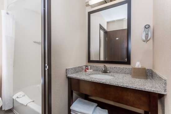 Longmont, CO: King suite bathroom