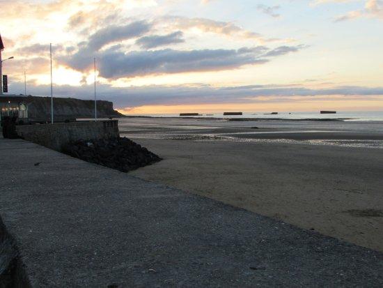 Arromanches-les-Bains, Francia: coucher de soleil sur le port