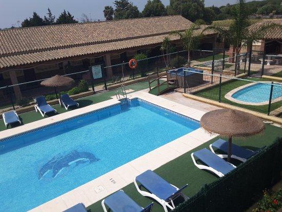 Zahora, Spagna: Piscina,piscina de chapoteo y jacuzzi,exterior,,,de temporada