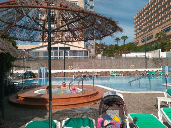 La piscina bild fr n hotel beverly park restaurant for Piscina playa del ingles