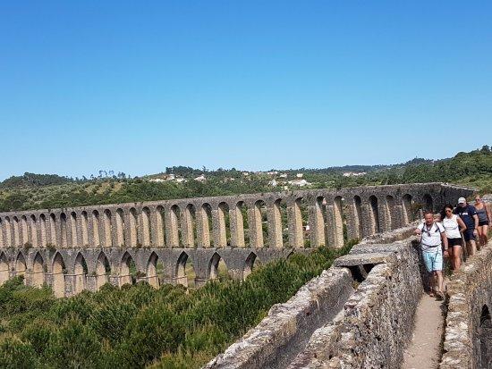 Tomar, Portugal: Pegoes Aqueduct: Group on Aquaduct