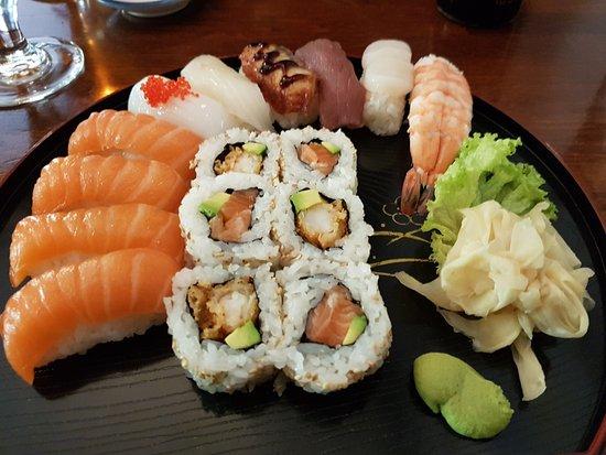 mitsu cafe: 16 pice sushi, 185,- kr