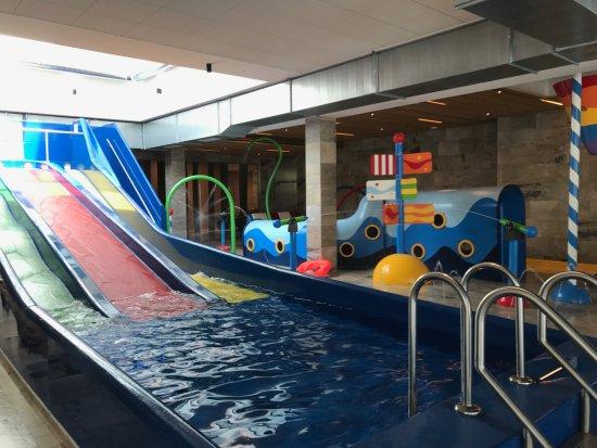 Gosau, Austria: Kinderrutsche im Hallenbad