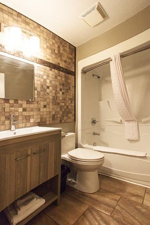 1 Queen Room Full Bath With Heated Ceramic Tile Floor Picture Of