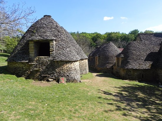 Un gout du pass picture of les cabanes du breuil saint andre d 39 allas - Les cabanes du trappeur ...