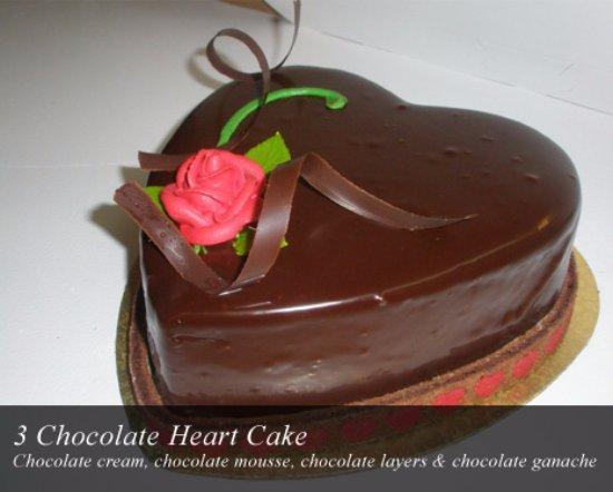 Chocolada Bakery & Cafe: 3 Chocolate Heart Cake