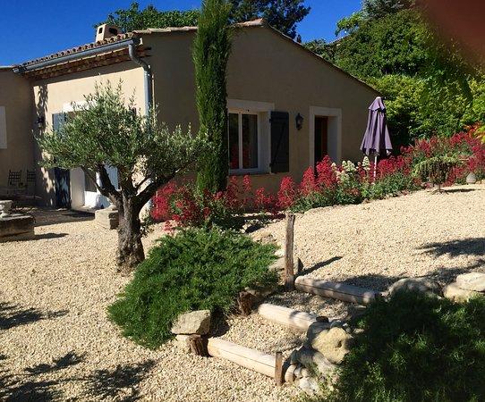 Mormoiron, ฝรั่งเศส: Mooi vakantiehuis en grote tuin.