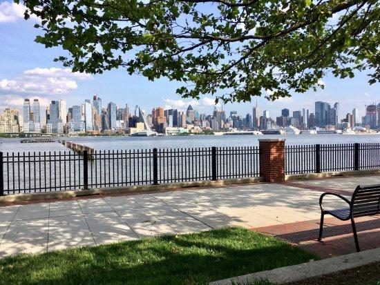 West New York, نيو جيرسي: view from veranda