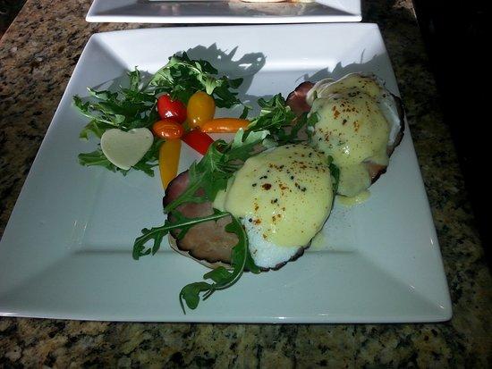 Oakhurst, Καλιφόρνια: Sunday Eggs Benedict