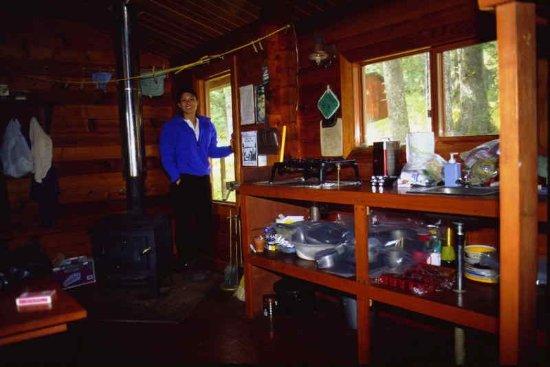 Wyspa Kodiak, AK: Interior of a forest service cabin in Shuyak.
