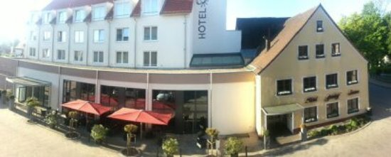 Hotel Sonne: Ein Teil des Hotels mit Restaurant, Bar und Lounge