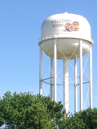 Lawrenceburg, KY: Wild Turkey water tower
