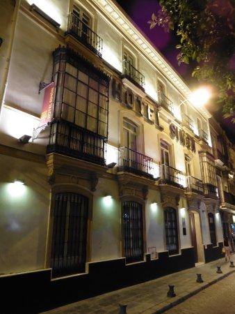 Simon Hotel Picture