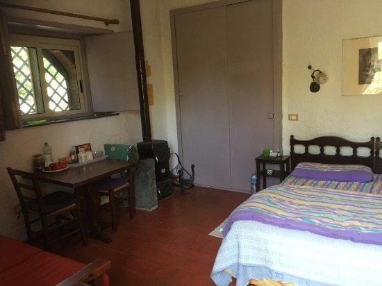 Sant'Alfio, Italia: Our room with the cosy hearth (it can be cold in spring at night)