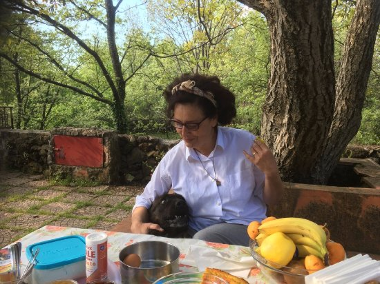 Sant'Alfio, Italia: Our host and cook, Laura with one of the dogs.