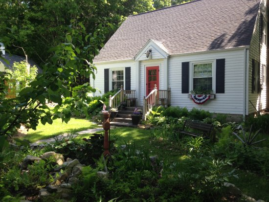 Hummingbird Door County Bed & Breakfast
