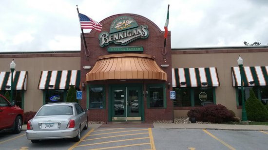 Urbandale, IA: Bennigan's store front