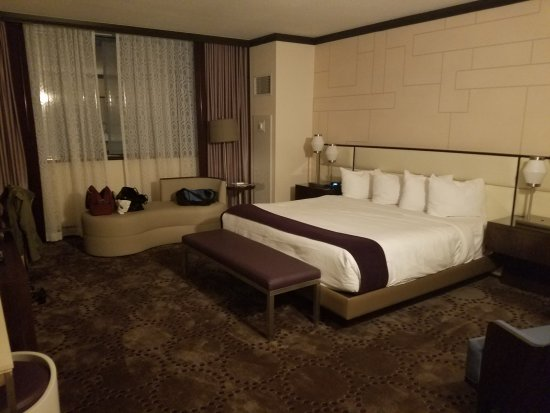 Harrah's Resort Atlantic City: Renovated Bayview Premium 1 King Non-Smoking
