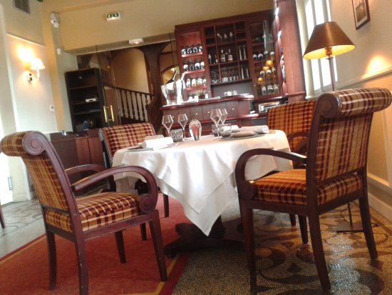 Briare, Francia: Intérieur du restaurant vu sur le Bar