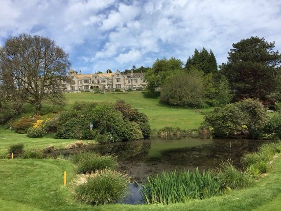 Bovey Castle Hotel: A view from the golf course looking back at the hotel across the lake