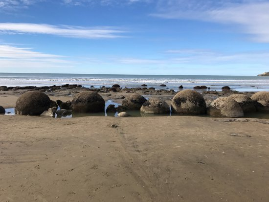 Moeraki, Nueva Zelanda: A different view of those lined up boulders