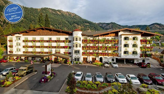 Bavarian Lodge: View from Front Street in downtown Leavenworth