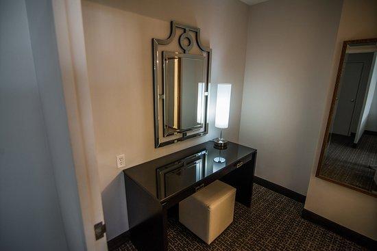 โรงแรมสเตทพลาซ่า: Extra desk / Makeup desk?