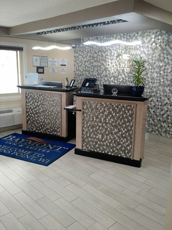 Stevens Point, WI: Small Check-in Area
