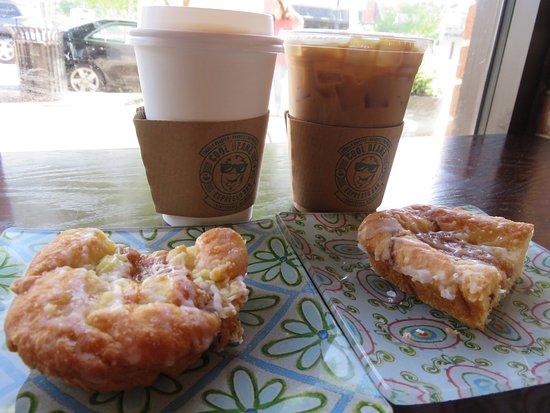 Statesboro, GA: Coffee and an apple danish