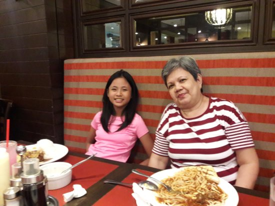 Clark Freeport Zone, Filipinler: My wife and granddaughter enjoying their meal.