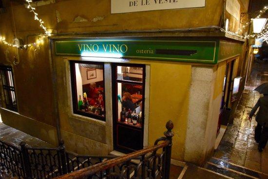 Vino Vino: From the outside