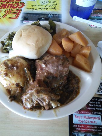 Phenix City, AL: Sunday Dinner at Ed's. Yummy.