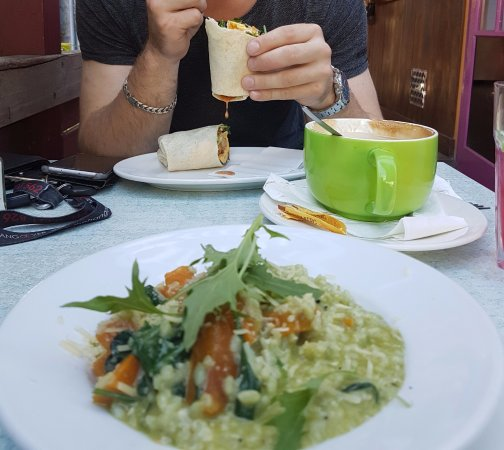 "Woy Woy, Avustralya: Spinach Pumpkin Fetta Risotta and Ultimate Breakfast Wrap (with the ""Buddha"" Coffee)"