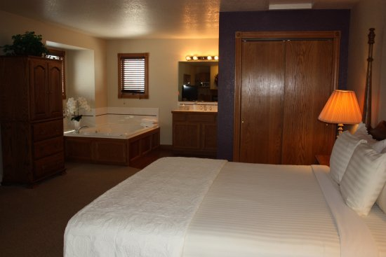 Greeley, CO: Jacuzzi Suite King Size Bed