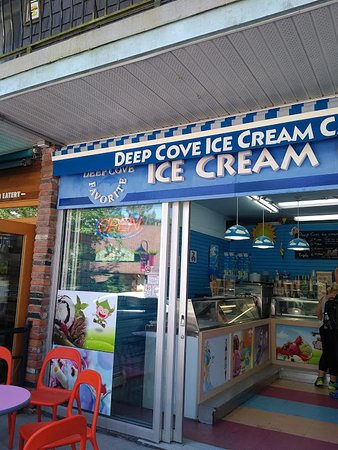 North Vancouver, Canadá: Popped in for a dark cherry ice cream after my sunspa.