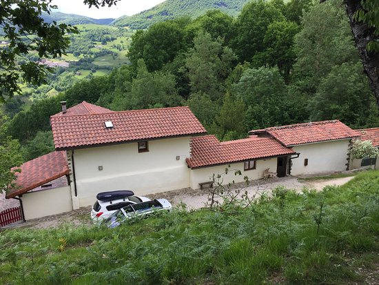 Ituren, Spain: Farmhouse from above as we hike back
