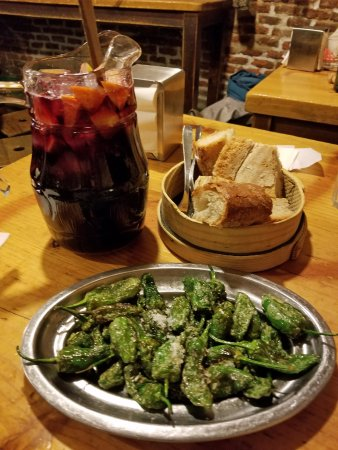 Taberna Maceira: Sangria and pimiento peppers