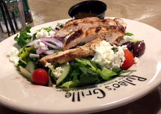 Alcoa, TN: Greek salad with chicken