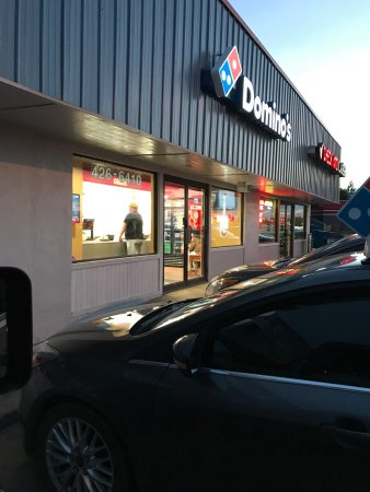 If you are expecting somewhat good customer service avoid Dominos Pizza of McAlester like the pl