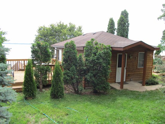 Stoughton, WI: #5 Cottage overlooks Lake Kegonsa