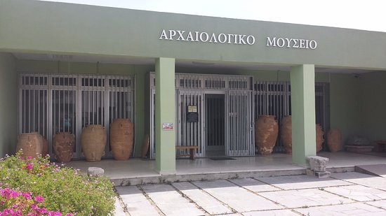 Kreta, Griechenland: Entrance of Sitia Archaeological museum