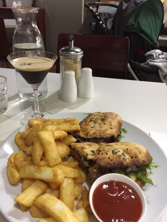 Prahran, Australia: Steak sandwich with an $8 cocktail