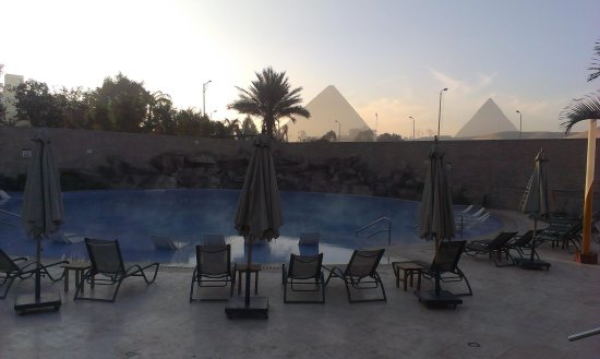 Le Meridien Pyramids Hotel & Spa: Nice view from the pool