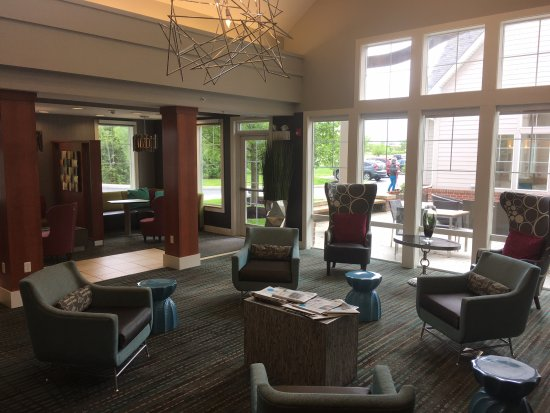Maumee, OH: lounge