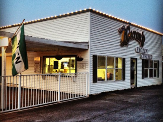O'Fallon, إلينوي: We are located right on Hwy 50, a couple of miles off of I-64